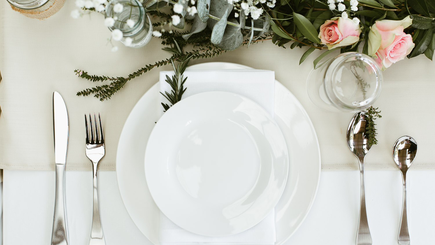 Dinner plate table settings